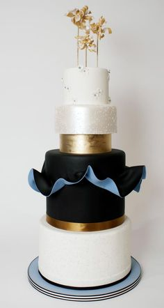 #weddingcake #wedding #luxurywedding #martrimonio #boda #casamento #mariage #nuptials #bride #bridal #sposa #noiva #novia #groom #sposo #noivo #novio #blackwedding #blackweddingcake #blackcake