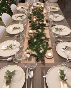 Decoration ideas for an original Christmas table . - Ideas of decoration for an orig Christmas table… – # ideas - Christmas Dining Table, Christmas Table Settings, Christmas Tablescapes, Christmas Table Decorations, Holiday Tables, Decoration Table, Christmas Lunch, Christmas Home, Christmas Dinners
