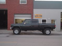 How about some pics of crew cabs - Page 11 - The 1947 - Present Chevrolet & GMC Truck Message Board Network 87 Chevy Truck, Gmc Pickup Trucks, Lifted Chevy Trucks, Gm Trucks, Cool Trucks, Chevy 4x4, 4 Door Trucks, Chevrolet Suburban, Trucks And Girls