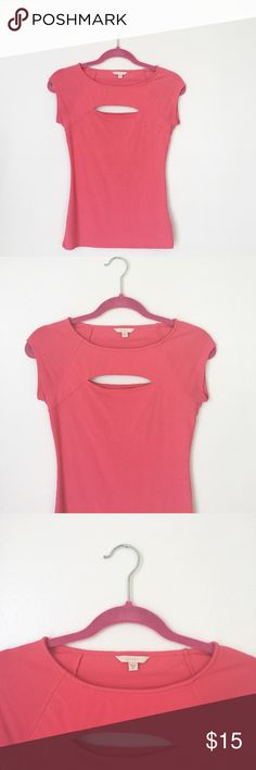 Guess Cut-Out Top Super trendy guess cutout top that compliments cleavage! Perfect for any occasion 😍 Took the tags out but never actually got a chance to wear this top so its brand new! Guess Tops