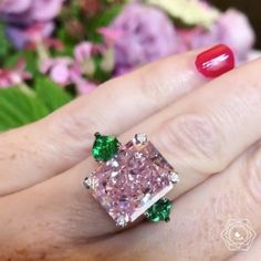 Incredible @degrisogono 12.18 ct fancy pink diamond & two pear cut emeralds of 1.82 ct via @likeab !!