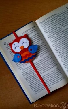 Owl Book Backs made of felt My Bookmarks, Crochet Bookmarks, Foam Crafts, Diy And Crafts, Paper Crafts, Pencil Topper Crafts, Diy For Kids, Crafts For Kids, Owl Books
