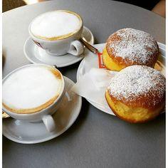 Le nostre colazioni  #unpoditempofa #nelnostrobar #missingthesemoments #colazione #cappuccioebrioche #dersut #coffee #bombolone #allacrema #ciritorneremopresto #siemprecontigo #mine