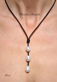 0df181268986 Esta perla y collar de cuero es maravilloso y asequible para todos. Tiene 3  alta
