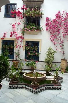 spanish style patios | パティオ(中庭)