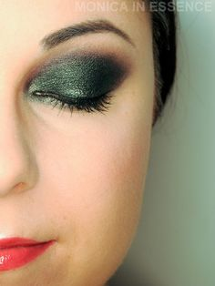 Dark Emerald Make Up look