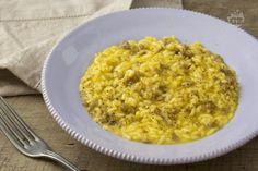 Il risotto alla salsiccia è un gustoso primo piatto da preparare ogni volta che si vuol cucinare qualcosa di semplice e che possa piacere a tutti! Ricotta, Cannoli, Gumbo, Antipasto, Gnocchi, Polenta, Couscous, Italian Recipes, Macaroni And Cheese