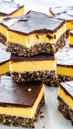 These Nanaimo Bars are a classic Canadian no bake dessert. They are incredibly decadent, sweet, and rich, bursting with chocolate and custard. So give these bars a try and prepare to feel just a little patriotic - no matter where you're from! Chocolate Cookie Bars, Chocolate Graham Crackers, Nanaimo Bars, No Bake Treats, No Bake Desserts, Dessert Recipes, Dessert Bars, Easy No Bake Cheesecake, No Bake Bars