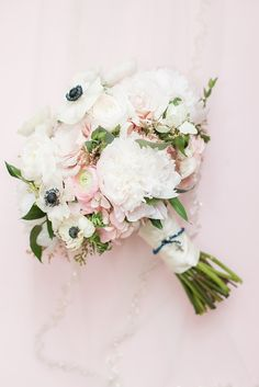 blush navy and gold wedding at Sisterdale dance hall in Boerne Texas by Allison Jeffers Wedding Photography 0007