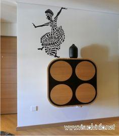 Mujer danza africana. De la colección de vinilos decorativos etnicos.