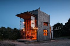 WAN Houses of the Year Awards 2012: The Hut on Sleds by Crosson Clarke Carnachan Architects | Photography: Jackie Meiring & Simon Devitt | Source: World Architecture News