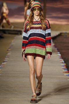 Crochet at Tommy Hilfiger Spring 2016 Ready-to-Wear Fashion Show - Tami Williams London Fashion Weeks, Haute Couture Style, Knit Fashion, High Fashion, Fashion Show, Fashion 2016, Asian Fashion, Fashion Trends, Black Crochet Dress