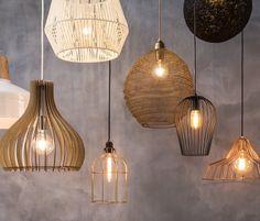 Leen Bakker geeft tips. De juiste verlichting is erg belangrijk. Begin daarom altijd met een lichtplan en ga dan pas aan de slag met de aankoop van je nieuwe lampen. In dit blog geven wij inspiratie. Black Pendant Light, Pendant Lighting, Ceiling Lights, Living Room, Interior Design, House, Furniture, Petra, Lamps