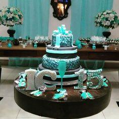 Bolos decorados para 15 anos ideias, modelos e fotos de bolos de aniversário Quinceanera Decorations, Quinceanera Party, Bolo Paris, Turquoise Cake, Quince Cakes, Tiffany Theme, Paris Cakes, Cake Stencil, Sweet 16 Cakes