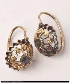 Click to close image, click and drag to move. Use arrow keys for next and previous. Antique Earrings, Antique Jewelry, Gold Jewelry, Jewelry Rings, Vintage Jewelry, Jewelry Accessories, Gold Earrings Designs, Delicate Rings, Ancient Jewelry