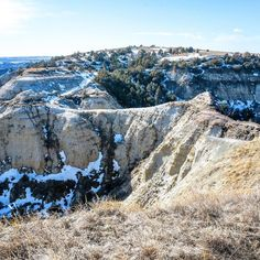 Precarious! Exciting! Exhilarating! Frightening!  Devils Pass. #NorthDakota #ndlegendary #badlands #badlandsnd #beautiful #adventure #explore #hike #bicycle #mountainbike #fatbike #singletrack #west #outwest #cowboys #ranches #cattle #rural #ipulledoverforthis #country_features #renegade_rural #westernlife #ranchlife #sidehackmary #marysphotos #beautifulbadlandsnd  http://bit.ly/2q6USf0
