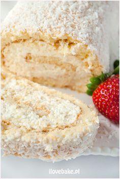 Rolada biszkoptowa Raffaello - I Love Bake Artisan Food, Dessert Cake Recipes, Different Cakes, Snacks Für Party, Desert Recipes, Sweet Recipes, Baking Recipes, Delicious Desserts, Cupcake Cakes