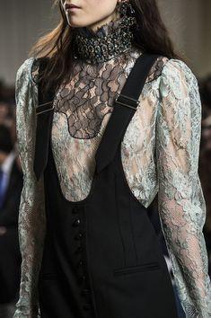 Lanvin at Paris Fashion Week Fall 2016 - Details Runway Photos
