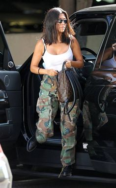Kourtney Kardashian from The Big Picture: Today's Hot Photos The TV personality, and moth Robert Kardashian, Khloe Kardashian, Kardashian Kollection, Estilo Kardashian, Kortney Kardashian Hair, Kardashian Fashion, Mode Outfits, Casual Outfits, Fashion Outfits