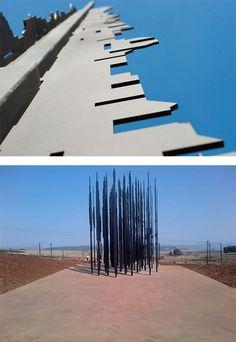 Questa maestosa struttura realizzata dall'artista sudafricano Marco Cianfanelli vuole essere un omaggio a Nelson Mandela nel 50° anniversario della sua cattura da parte della polizia dell'apartheid nel 1962.    www.stampediarte.it    #art #streetart