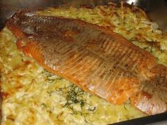 Lohta perunapedillä: Tasty, Yummy Food, Recipe For Mom, Sweet And Salty, Fish Recipes, Salmon, Food And Drink, Easy Meals, Pork