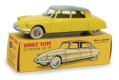 Dinky Toys 24CP Citroen Ds 19 with windows lemon yellow, grey roof, spun concave hubs, white tyres