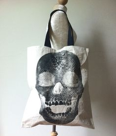 Skull canvas bag.
