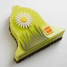 Pâques 2014 I Cloche Ponderosa I Thierry Mulhaupt I Dacquoise pistache, crémeux citron vert et basilic, mousse cheesecake. 30€ pour 6 personnes.