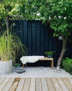 80 Awesome Modern Garden Fence Design For Summer Ideas Black Garden Fence, Garden Fencing, Garden Fence Paint, Garden Sheds, Back Gardens, Small Gardens, Outdoor Gardens, Backyard Fences, Backyard Landscaping