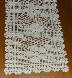 i found this beautiful pattern Crochet Table Runner Pattern, Crochet Placemats, Crochet Doilies, Crochet Decoration, Crochet Home Decor, Thread Crochet, Crochet Stitches, Doily Patterns, Crochet Patterns