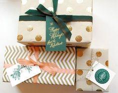 gift tags (via DIY Holiday Gift Wrap Ideas Noel Christmas, All Things Christmas, Christmas Crafts, Christmas Colors, Christmas Paper, Green Christmas, Creative Gift Wrapping, Wrapping Ideas, Wrapping Presents