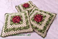 Almofada de Crochê Charming Art    Fio Barroco nas cores:  -verde;  -creme;  -rosa mesclado com bordo.    Capa de almofada com zíper.  Não acompanha enchimento.  Tamanho 50 x 50 cm    Aceitamos encomendas de outras cores e tamanhos. R$ 45,00