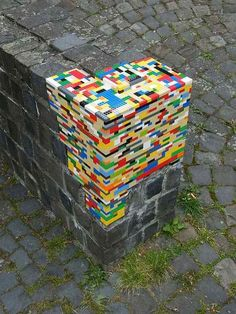 Lego Street Art Around The World. This Lego street art works in two ways: one, it makes the grey and boring street more colourful, all the while repairing the crumbling street brick walls. So it's basically a two-for-one Lego repair. Urbane Kunst, Street Art Utopia, Street Graffiti, Wall Street, Banksy Graffiti, Bansky, Graffiti Artists, Graffiti Lettering, Street Signs