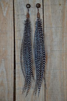 This is our most popular feather earring and for good reason. Wear casually everyday or dress up for a night out on the town. Model wears size large. ♦ lead and nickel free ♦ bronze beads