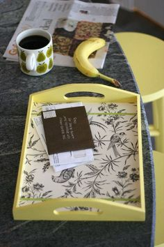 Breakfast in bed tray diy tutorials 45 ideas Easy Diy, Fun Diy, Bed Tray Diy, Diys, Posca Art, Breakfast Tray, Painted Trays, Wood Tray, Crafts