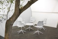 Arco Vip area has been the first project with STUA Gas auto-return chairs and white frame. A perfect light chair for a white enviroment.