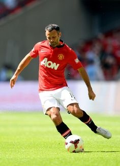 Giggs in action at Wembley during United's Community Shield win against Wigan, August Fa Community Shield, Man United, Dream Team, Manchester United, Soccer, The Unit, Football, Club, Running