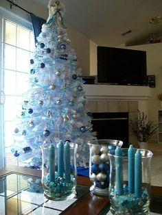 Christmas tree!!! Bebe'!!! Silver and Blue holiday tree!!! Blue Christmas, Christmas Themes, Christmas Tree Decorations, Christmas Holidays, Turquoise Christmas, Coastal Christmas Decor, Christmas Mantels, Ideas Hogar, Beautiful Christmas Trees