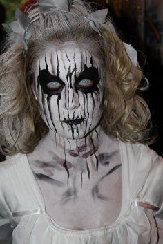 Syl Verberk spooky makeup