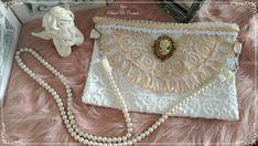 Sac à main shabby chic en dentelle ancienne et satin orné d'un bijoux