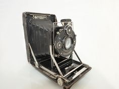 KW Dresden ' Patent Etui' Folding Plate Camera 1921 If cameras could talk this one would have a rich tale to tell. It is one of the early KW (Kamera Werkstatten) Patent Etui compact folding models from Dresden in the early 1920s, with an f4.5/105mm Zeiss Jena Tessar lens and dial-set Compur shutter. KW was established by Paul Guthe and Benno Thorsch and went through several changes due to WW2 and the Soviets and eventually became the company to produce the Prakticaflex.