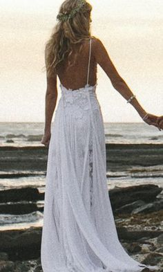 Boho beach wedding.. In my eyes this is what I think of when I say dream wedding!!