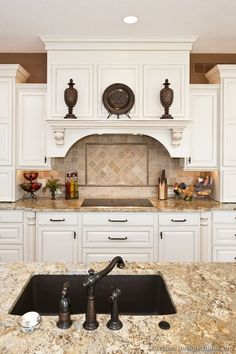 Traditional White Kitchen Cabinets #108 (Kitchen-Design-Ideas.org)Like the granite and the way the upper cabinet is trimmed out.
