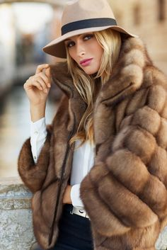 Fur coat fashion // winter wear