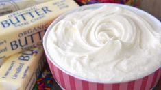 That Real Cream Cheese Frosting - Loaded with cream cheese and butter! A real deal cream cheese frosting! Tastes like cheesecake and sweeten with powdered sugar and vanilla extract! Easy Carrot Cake, Moist Carrot Cakes, Carrot Cake Cupcakes, Butter Cupcakes, Homemade Frosting, Frosting Recipes, Homemade Cakes, Cream Cheese Recipes, Cream Cheese Frosting