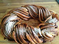 Le Petit Bistrot: Skořicový věnec Sausage, Meat, Cake, Ethnic Recipes, Food, Drink, Beverage, Food Cakes, Eten