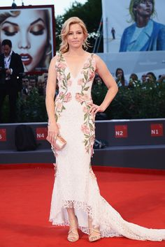 Elizabeth Banks in Marchesa // See our top 10 best dressed celebs at the Venice Film Festival