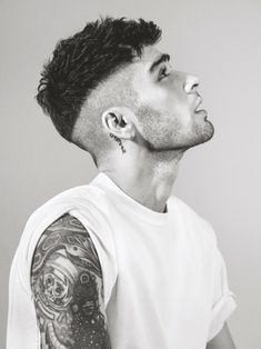 15 Ideas for haircut men undercut zayn malik Cabelo Zayn Malik, Zayn Malik Hairstyle, Zayn Mallik, Zayn Malik Pics, Hairstyles Haircuts, Haircuts For Men, Cool Hairstyles, Fade Hairstyles For Men, Curly Mohawk Hairstyles