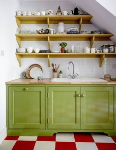 Artist and maker Bridie Hall's north London house Halls, Hall House, London House, London Townhouse, Country Style Homes, Green Kitchen, Kitchen Sink, Shop Interiors, Cabinet Design