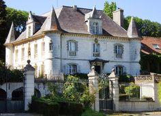 Le Château d'Hérambault, à Montcavrel (Pas de Calais, Pays du Montreuillois) : Château de style Renaissance construit en 1845, et aujourd'hui aménagé en hôtel. Pour l'anecdote, le Château d'Hérambault hébergea en 1848 le Roi de France Louis Philippe alors en fuite...